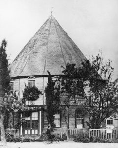 Round_House_on_Main_Street_south_from_Third_Street,_Los_Angeles,_ca.1880-1885_(CHS-2873)